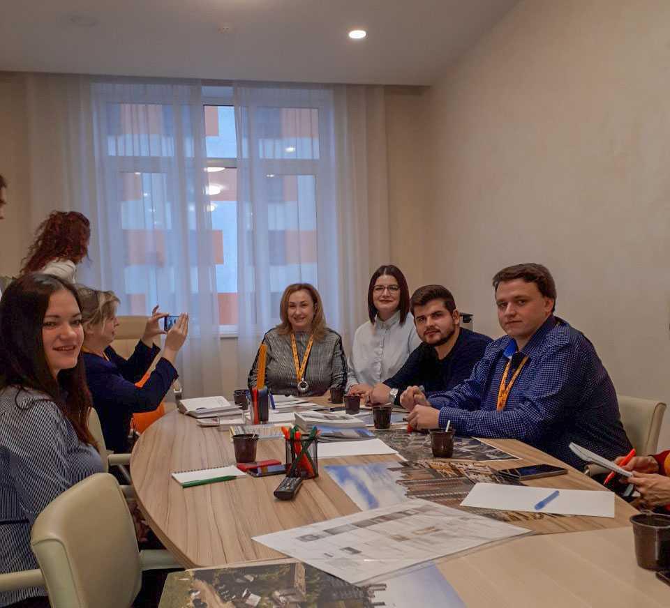 5 ноября АН «Золотой ключик» провел выездное оперативное совещание в офисе продаж ЖК «КМ Анкудиновский парк»